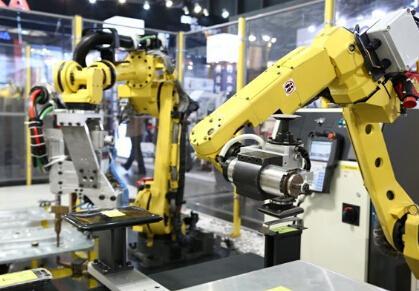 全球生产自动化加速 制造业机器人密度提升