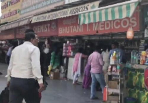 印度仿制药一条街:50米几十家药店 年入10亿元