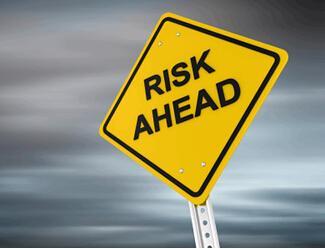 FDA在进行药品GMP检查时 主要考虑哪些危险因素?