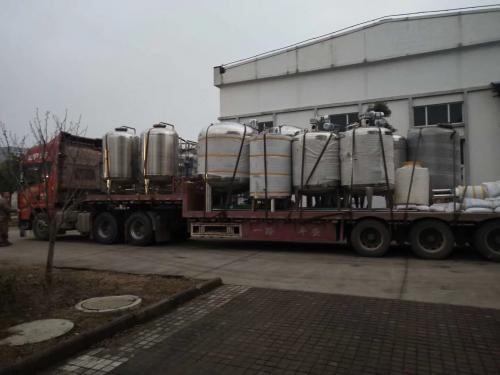 連雲港客戶6噸純水 8噸配液罐發貨!