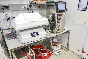 在SU摇摆运动生物反应器中使用SU电容传感器可自动控制细胞排血