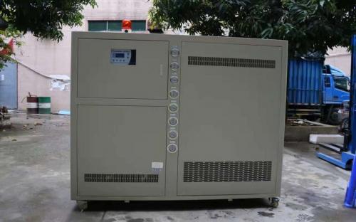 冷水机在夏季使用的注意事项