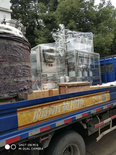 天水机械--0.2T注射水正在上货发往上海客户!