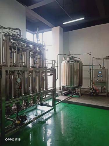 浙江客戶,500L/H多效蒸餾水機驗收完畢??!